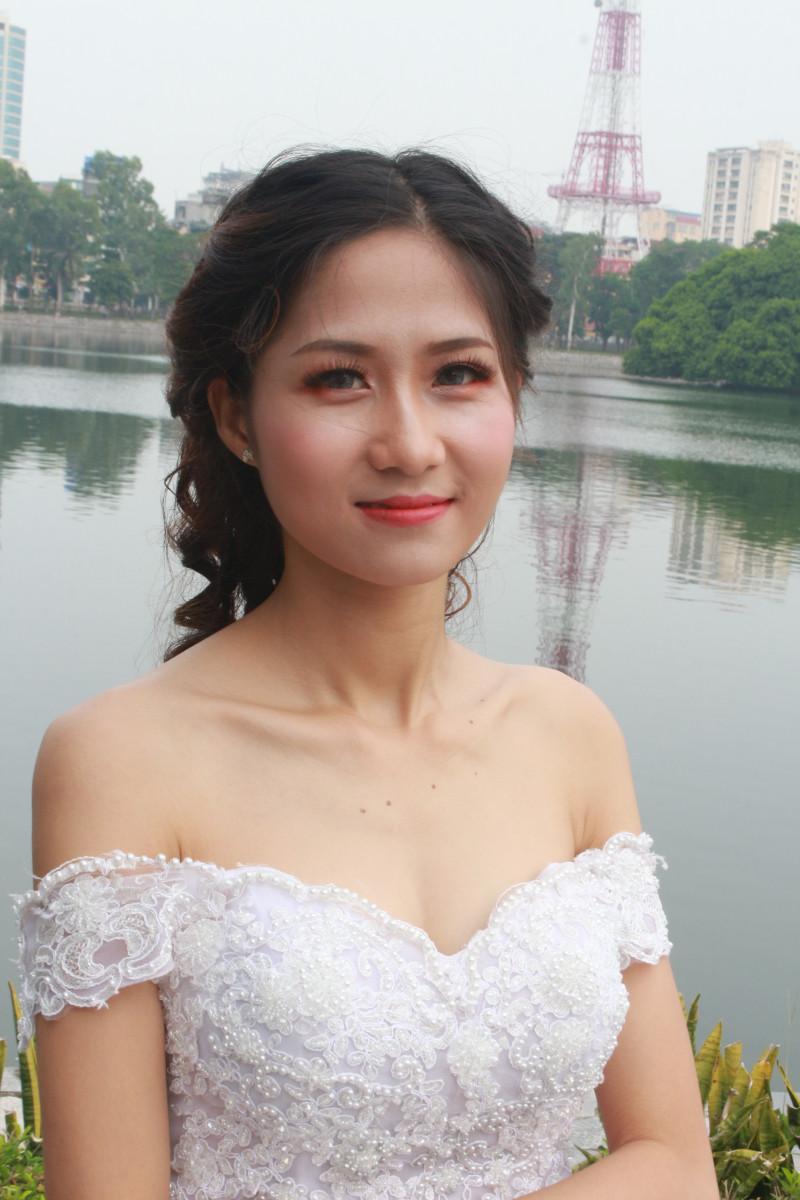 Bài thực hành trang điểm & bới tóc cô dâu ngoài trời - Tuần 3 - Tháng 6 - Năm 2018