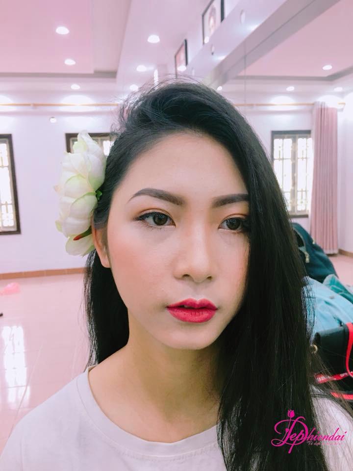 Bài thực hành Trang điểm và bới tóc cô dâu - Tuần 1 - Tháng 4 Năm 2018