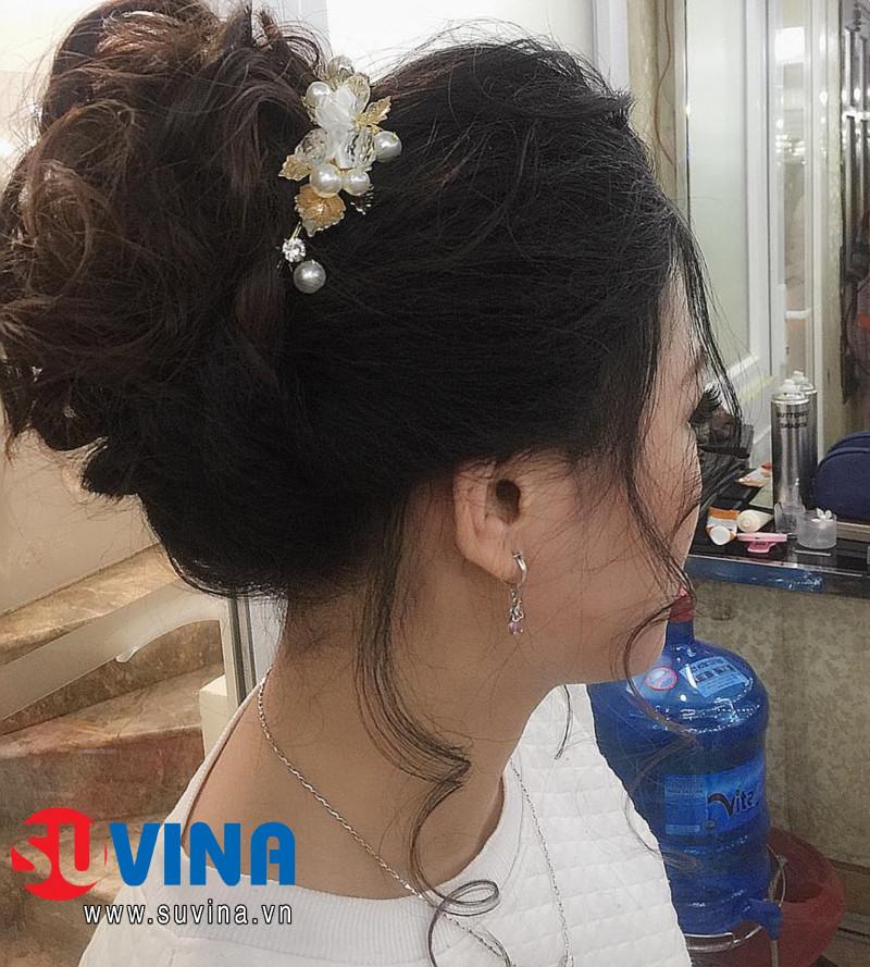 Bới tóc cô dâu chụp hình  Học viên : Phan Liễu