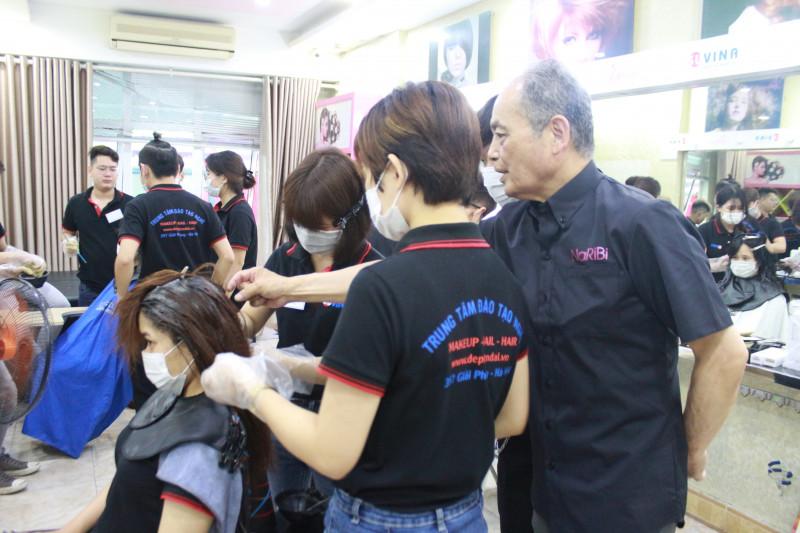 Hình Ảnh Lớp Học Nhuộm Tóc Quốc Tế Nhật Bản N1