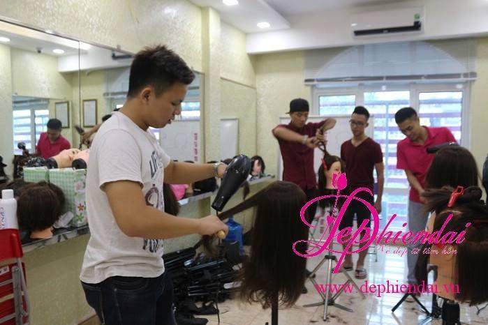 Hình ảnh về lớp học nghề tóc tại Trung tâm đào tạo nghề Đẹp hiện đại - SUVINA