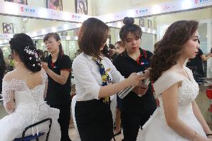 Lớp dạy bới tóc chuyên nghiệp - Thực hành trong lớp