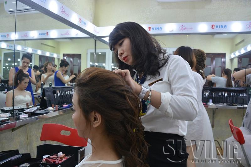 Lớp học bới tóc, dạy bới tóc tại trung tâm uy tín