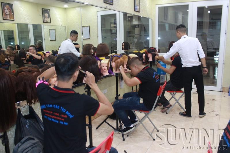 Lớp học cắt tóc nữ tại trung tâm dạy nghề tóc uy tín Hà Nội