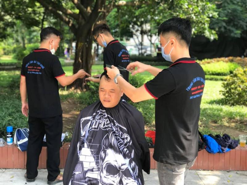 Lớp thực hành cắt tóc ngoài trời tuần 5 tháng 8 năm 2020