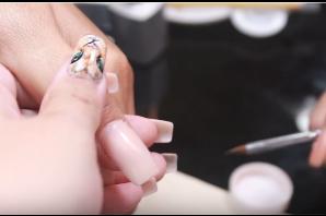 Nail art - Làm móng cho cô dâu ngày cưới