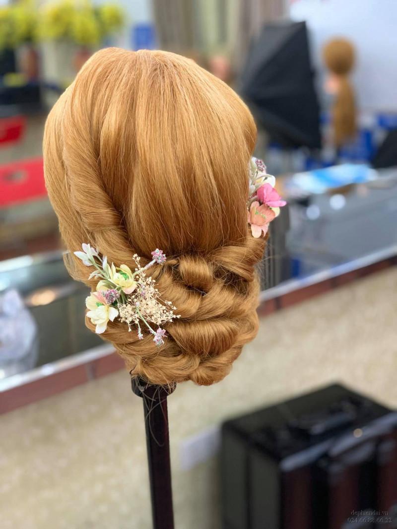 Tác phẩm bới tóc học viên lên mẫu tuần 3 tháng 3 năm 2021
