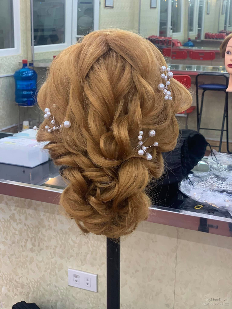 Tác phẩm bới tóc học viên lên mẫu tuần 4 tháng 3 năm 2021