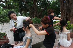 Thực hành bới tóc chuyên nghiệp, trang điểm chuyên nghiệp ngoại cảnh