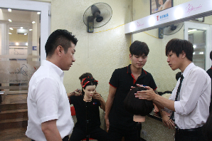 Thực hành cắt tóc với giáo viên Nhật Bản SEGAWA